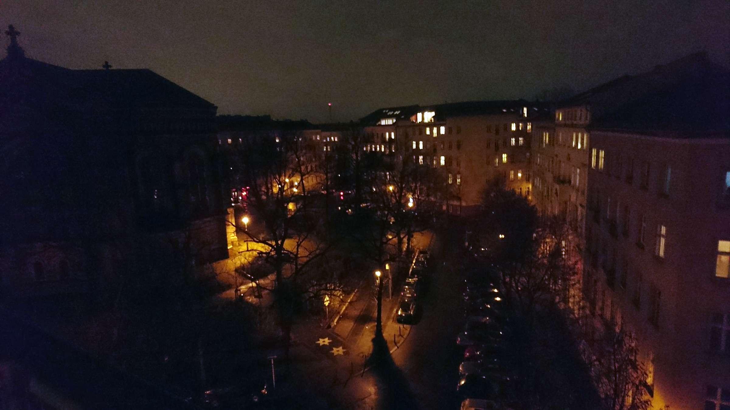 Nächtlicher Blick über die Dächer Berlins aus der OER-WG am Platz der Zionskirche